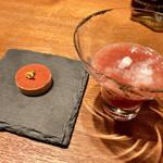 ラ メゾン ドゥ ラ ナチュール ゴウ - ○麦芽クッキーにチリパウダー&シャーベット日本酒とトマトソース様