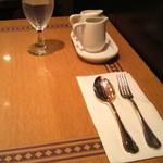 14815443 - 模様の素敵なテーブル