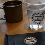 バーグホリック - 水と厚めの紙おしぼり