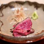 肉屋 田中 - 神戸牛ランプの昆布締めの叩き