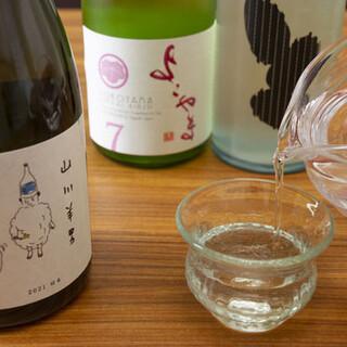 定番から季節酒まで豊富な日本酒。一律価格でご提供いたします