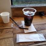 キャラバンコーヒースタンド - 充電もできる。