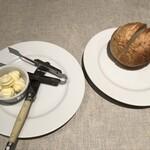 Puropera - ホットなパンとバター カトラリーはライヨール