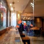 キャラバンコーヒースタンド - 店内光景。