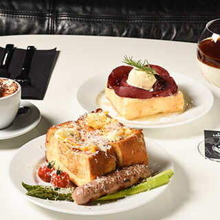 【Cafe】大人気フレンチトーストはランチセットもご用意♪