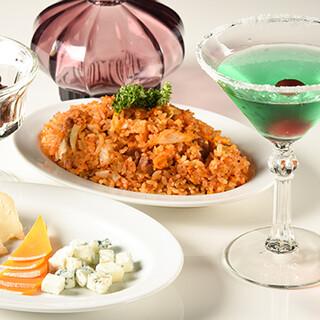 【Bar】お手軽フードはもちろん、しっかりとしたお食事まで◎