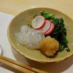 はちどり - 料理写真:のれそれ(穴子の稚魚)菜花と春菊を梅醤油で