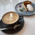 オニジャス コーヒー ヴィレッジ - カフェラテとチーズケーキ