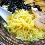 ラーメン 菅家 - 麺