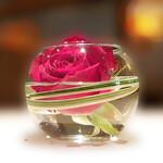148189872 - テーブルの薔薇