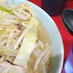 ラーメン二郎 - スープの表情。