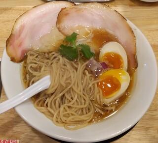 彩りsoba 九兵衛 - 中太の全粒粉入り自家製ストレート麺。