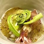 148197260 - ①蛍烏賊(富山)と山菜 〜美しいこごみ♡、見るからに春を感じるお料理。旬の蛍烏賊にこごみ、うるい、浜ぼうふう、キウイソースを掛けた和え物。