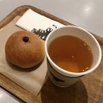 TORAYA AN STAND - あんパンこしあん420円、ほうじ茶セット330円