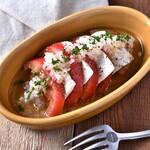 肉バルGABURICO - トマトのマリネとモッツァレラチーズのカプレーゼ