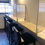 喫茶モーニング - 一階のカウンター席