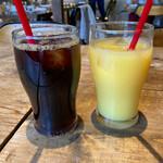 FUN SPACE DINER - オレンジジュースとアイスコーヒー