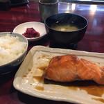 148219547 - 鮭定食