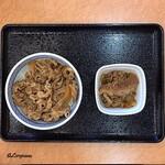 吉野家 - 牛丼 並盛と肉だく用の牛皿