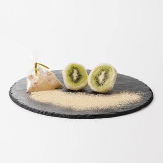 2種類の餅から選べるフルーツ大福。食べ比べもオススメです!