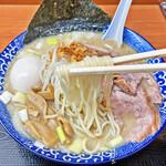 肉煮干中華そば 鈴木ラーメン店 - 自家製麺の中細ストレート麺