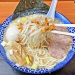 肉煮干中華そば 鈴木ラーメン店 - 香ばしいフライドオニオンにシャキシャキのモヤシ