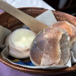 北欧料理リラ・ダーラナ - パン。壺入りのバター