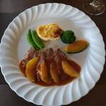 ビストロ ヴァンルージュ - 料理写真:鴨のロティ オレンジ添え