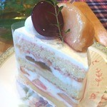 14824750 - 白桃とピオーネのショートケーキ 450円