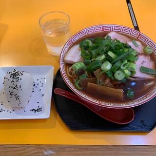 中華そば 麺屋7.5Hz - 料理写真:中華そば(中)+おにぎり