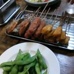 串カツ甲子園 - 枝豆・串カツ(1皿目)・キャベツサラダ