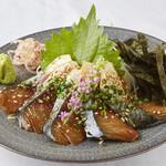 博多もつ鍋前田屋 - ゴマサバ。毎日市場より新鮮な真サバのみを仕入れております。(仕入れ状況によっては、ない場合がございます。)