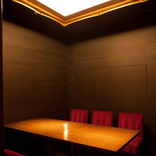 英国書斎風なVIP完全個室 大人のハイセンスな空間