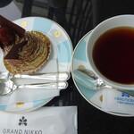 ルッチョラ - 料理写真:JING TEA(右)とのケーキセット