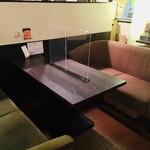 トラウベ - 人気のソファ席。ご予約可能です。