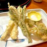 すし・うまいもの処 伊津美 - 山菜天ぷら盛り単品 ¥740 (税抜)