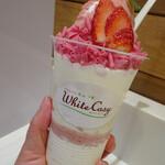 ミルク&パフェ よつ葉ホワイトコージ - よつ葉の白いパフェ桜モンブラン