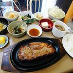 うまいものや 麺遊喜  - ステーキ定食…こんなのってあり?