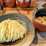 つけ麺屋 やすべえ - つけ麺(中盛り少なめ)