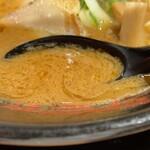 金澤濃厚豚骨ラーメン 神仙 - スープ