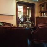 バンテアン - カウンター席もテーブル席もありました。