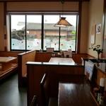 矢乃家 - カウンター席・テーブル席・座敷も有ります♪