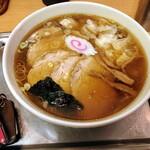 Oomiyataishouken - 大宮大勝軒 丼の大きさを比較するためにキーホルダーを置いてみたが、全然伝わらない