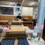 ラーメン太七 - 座敷はこんな感じです。 駐車場も広いですね(*^o^*)