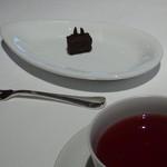 銀座 ハプスブルク・ファイルヒェン - ティー(ストロベリー他)とチョコ