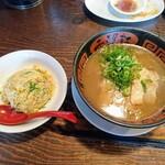 希望軒 - 令和元年5月 とんこつラーメン+半炒飯 税込950円