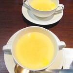 ノーザンテラスダイナー - たっぷりのフィリングサンドウィッチプレートディナー 1800円(税込)のスープのアップ【2021年3月】