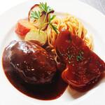 洋食コノヨシ - 特製ハンバーグとコノヨシポーク(ポークチャップ)の盛り合わせ
