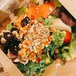 健康レストラン かろり500 - 彩り豊なサラダ