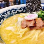 名物よだれ鶏と濃厚鶏白湯麺MATSURIKA -